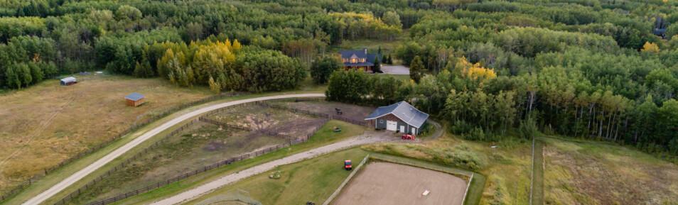 Bearspaw Horse Set Up – 16 acres 10 mins from Calgary/Cochrane